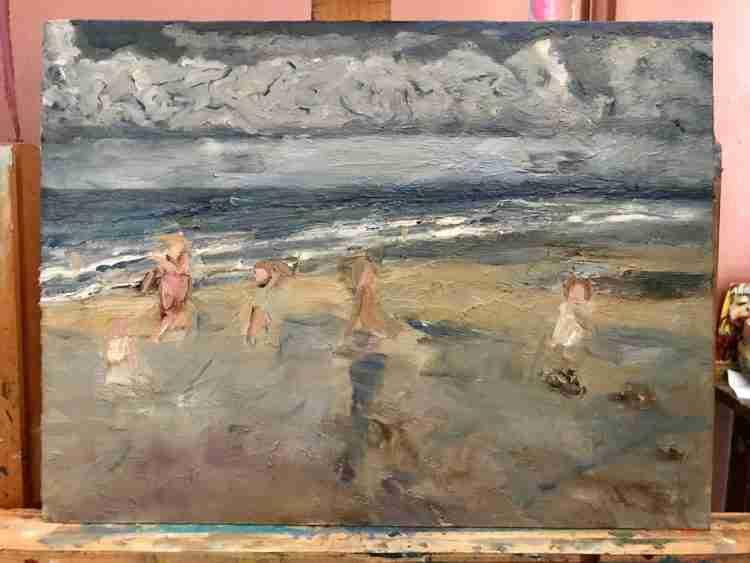 Tweede fase strand met spelende kinderen
